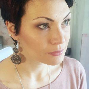 modella self make-up